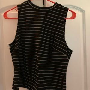 Tops - Cropped black tank